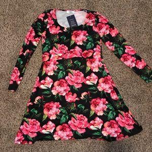 Long-sleeved NURSING floral skater dress NWT